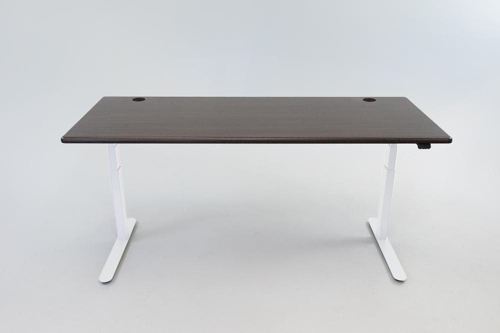 A Obsidian Oak desktop on a white base.