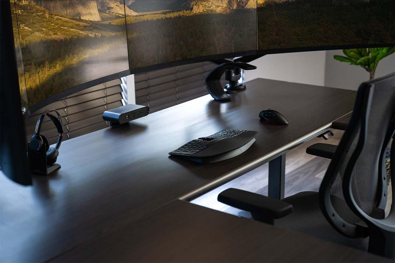 3D Laminate Tops on the Lander U-Desk